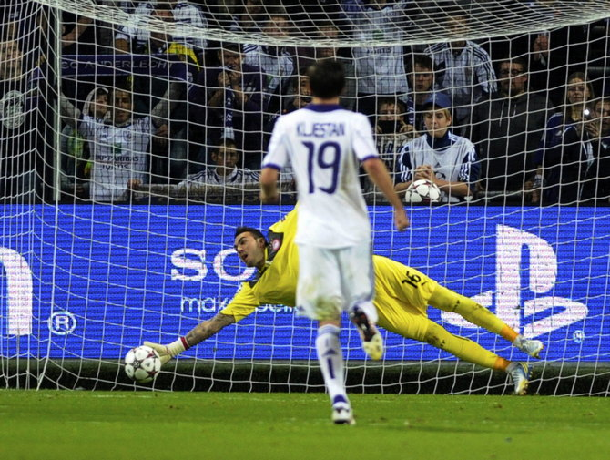 Anderlecht's Kljestan misses to score on penalty past Olympiakos' goalkeeper Roberto during their Champions League soccer match in Brussels