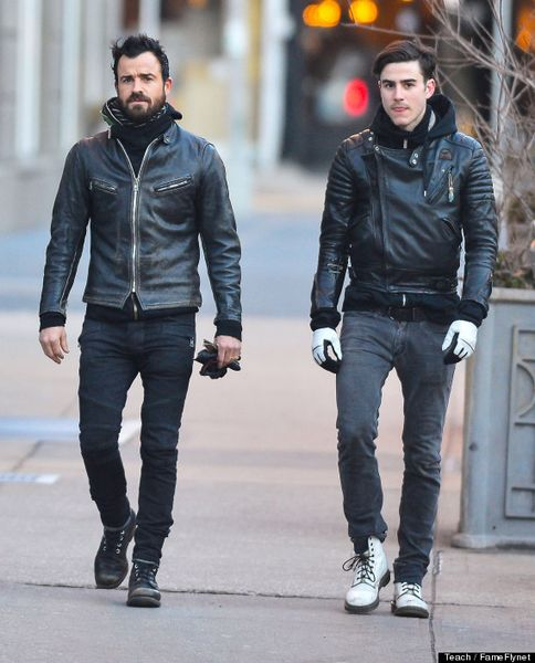 Justin Theroux Out For A Stroll In New York