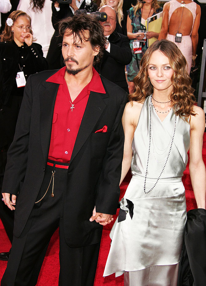 BEVERLY HILLS, CA - JANUARY 16:  (L-R) Actor Johnny Depp and wife Vanessa Paradis arrives to the 63rd Annual Golden Globe Awards at the Beverly Hilton on January 16, 2006 in Beverly Hills, California.  (Photo by Kevin Winter/Getty Images)