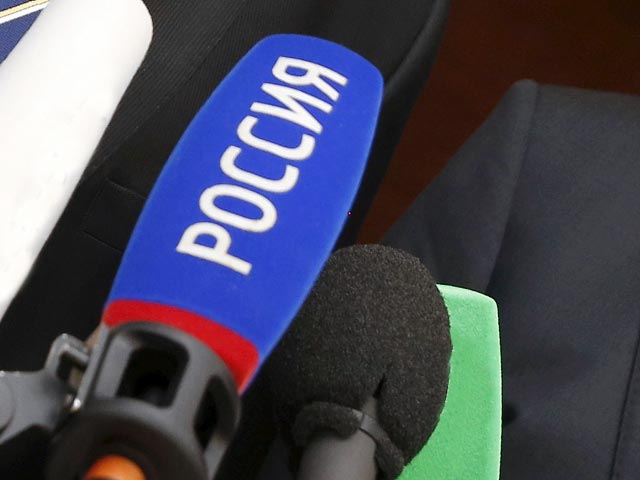Denis Pushilin (L), representative of the separatist self-proclaimed Donetsk People's Republic, and Vladislav Deinego, representative of the separatist self-proclaimed Luhansk People's Republic, address the media after a meeting of the so-called Contact Group in Minsk, Belarus, August 26, 2015. The Contact Group on eastern Ukraine brings together representatives of Ukraine, Russia, separatist self-proclaimed republics and the Organisation for Security and Co-operation in Europe (OSCE). REUTERS/Vasily Fedosenko - RTX1PS93